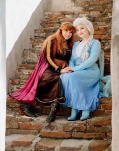 Elsa & Anna Travel